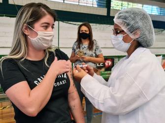 Vacinação contra Covid-19 acontece neste sábado no Djaniro, em S.Bárbara