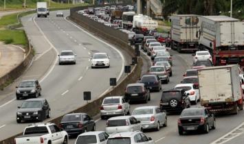 Estradas de SP apresentam tráfego intenso neste feriado de Corpus Christi