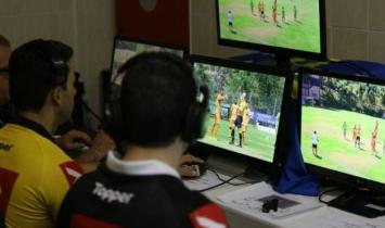 VAR no Brasil demora 46% a mais do tempo recomendado pela Fifa