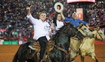 Bolsonaro assina decreto sobre bem-estar de animais usados em rodeios