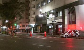 Motorista em carro de luxo atropela 3 moradores de rua no Centro