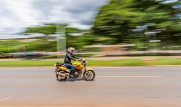 """Conduzir moto """"barulhenta"""" acarreta em multa e pontos na carteira"""