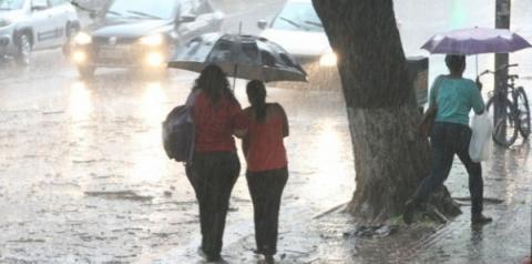Defesa Civil alerta para chuvas e tempestades entre quarta e sexta-feira