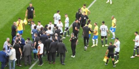 Anvisa invade campo e interrompe jogo Brasil x Argentina