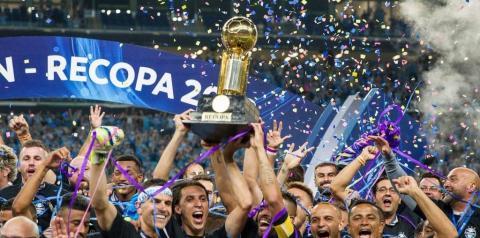 Grohe brilha nos pênaltis, Grêmio bate o Independiente e conquista a Recopa