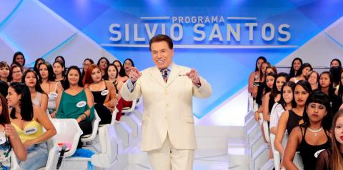 Silvio Santos revela que já transou em avião, enquanto aeromoça batia na porta