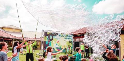 Festival de Bolhas de sabão gigantes acontece amanhã no Tivoli