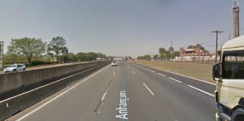 Idoso de 63 anos morre após bater motocicleta contra carreta