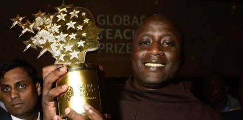 Queniano é eleito melhor professor do mundo e ganha um milhão de dólares
