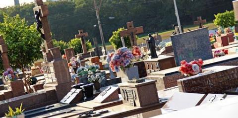 Cemitérios de Americana e S. Bárbara abrem no Dia das Mães
