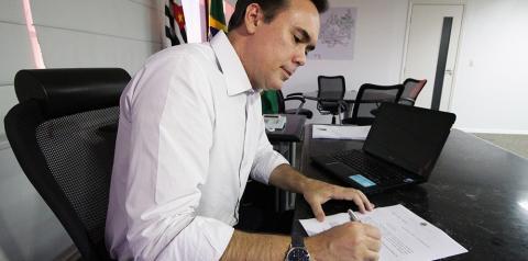 Prefeito e vereadores de S. Bárbara reduzem salários de estagiários e bolsa-creche
