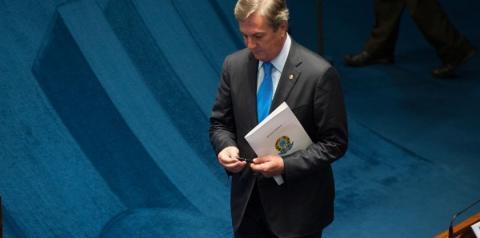 Após 30 anos, Collor pede desculpas por confisco de poupança