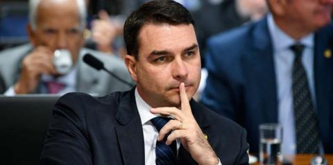 Filho de Bolsonaro acusa professora de Americana de doutrinação na escola