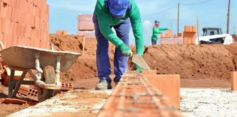 Construtora abre 200 vagas de emprego em Santa Bárbara