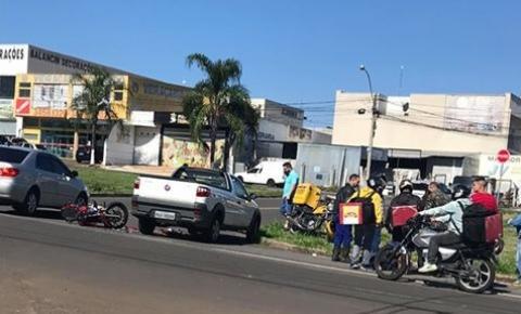 Colisão deixa motociclista gravemente ferido na Avenida São Paulo