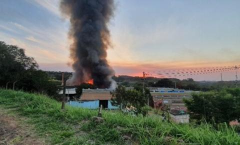 Incêndio atinge fábricas da Carioba neste sábado