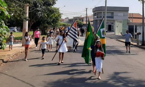 Crianças do Jardim São Camilo realizam ato cívico