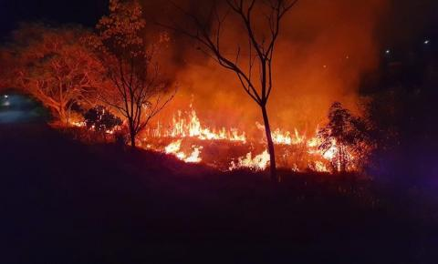 URGENTE: Incêndio atinge a Gruta Dainese na noite desta quinta-feira