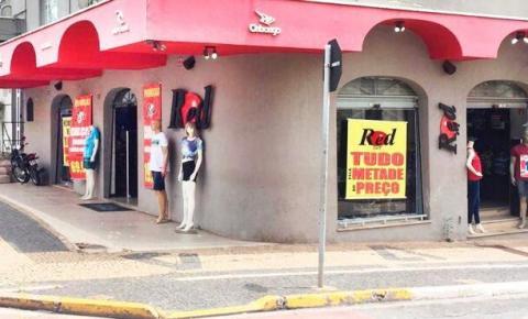 Loja Red Surf anuncia tudo pela metade do preço