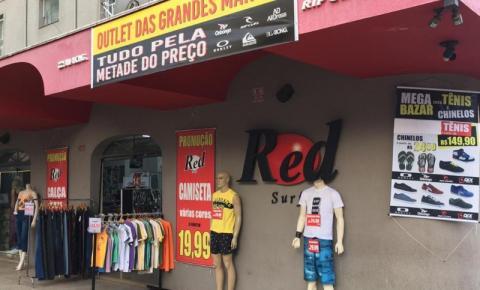 Red Surf realiza promoção de Natal de camisetas e bermudas