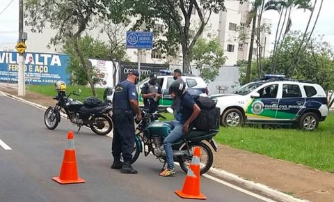 Guarda Municipal realiza blitz para coibir escapamento aberto em S. Bárbara