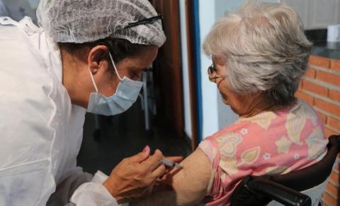Idosos de 72,73 e 74 anos serão vacinados a partir do dia 22