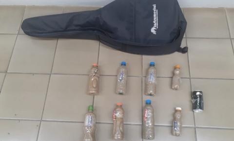 Aluno levou para a escola explosivos caseiros e arma de chumbo escondidos em capa de violão