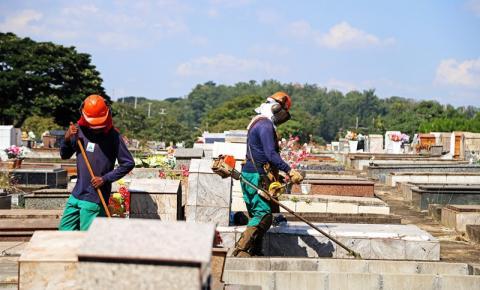 Prefeitura de S.Bárbara faz limpeza nos cemitérios para o Dia das Mães