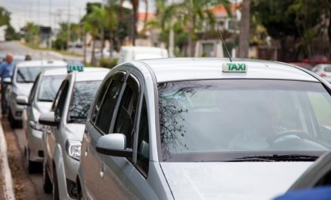 Santa Bárbara realiza recadastramento de taxistas