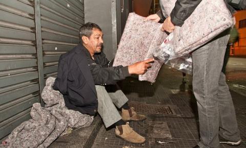 Nova Odessa distribui cobertores a moradores de rua