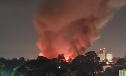 Supermercado Pague Menos anuncia que realocará os funcionários de unidade incendiada