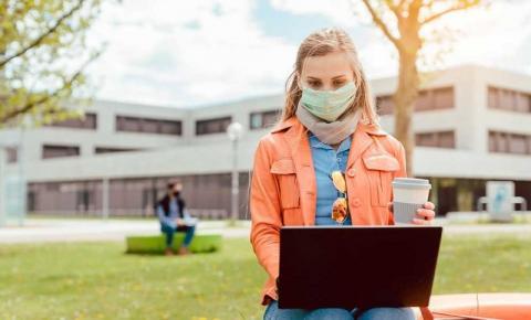 Vacinação contra Covid-19 deverá impulsionar matrículas no ensino superior, diz estudo