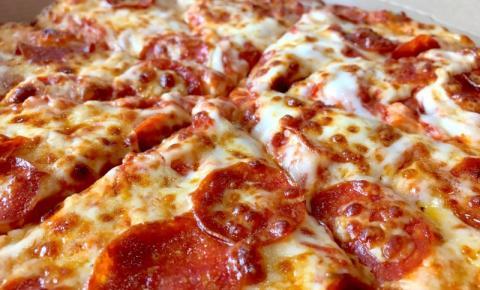 Domino's dá pizza para quem tomou as duas doses da vacina contra Covid-19