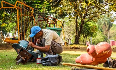 """Prefeitura recupera brinquedos do """"Parquinho do Panambi"""""""
