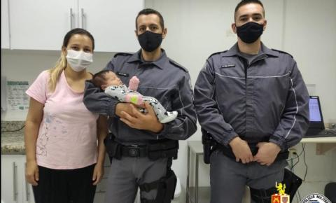 Policiais militares salvam recém-nascida em Americana