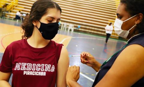 Americana e S.Bárbara começam a aplicar terceira dose em profissionais de saúde