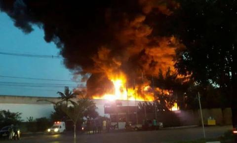 Empresa de transporte pega fogo em Sumaré
