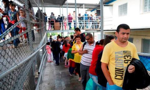 Em SP, espera por vacinação em posto público chega a nove horas