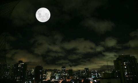 Lua dá três espetáculos no Hemisfério Norte