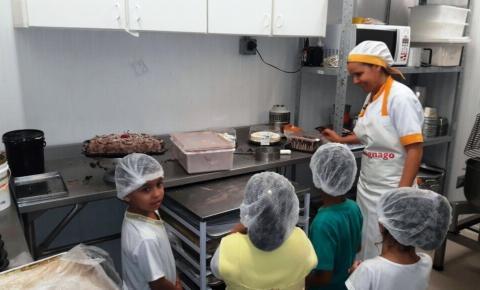 Alunos de Sumaré participam de ações alusivas à Páscoa no Supermercado Savegnago