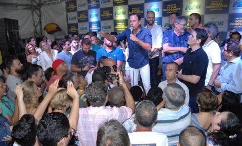 Cauê e Macris comemoram vitória de João Dória