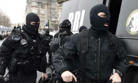 Homem faz reféns em supermercado, em possível ataque terrorista no sul da França
