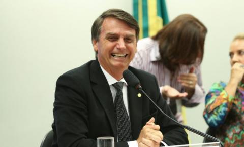 Lula quis transformar País em galinheiro e agora colhe ovos, afirma Bolsonaro