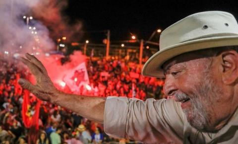Após prazo esgotado, #LulaForagido chega aos assuntos mais comentados no Twitter