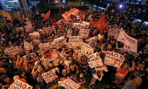 Apoiadores de Lula começam a deixar sede de Sindicato