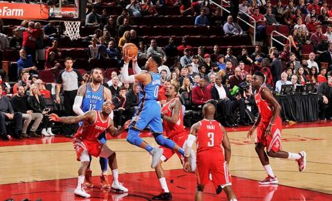 Thunder bate líder Rockets e fica mais perto de vaga para os playoffs da NBA