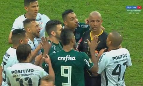 Árbitro nega interferência externa ao cancelar pênalti assinalado ao Palmeiras