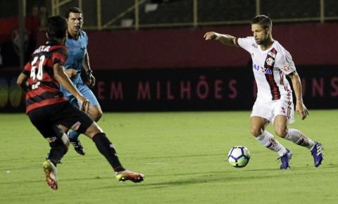 Flamengo faz aos 16s, mas empata com o Vitória em noite desastrada da arbitragem