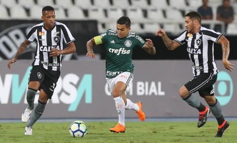 Palmeiras deixa escapar vantagem e empata com o Botafogo em estreia no Brasileiro