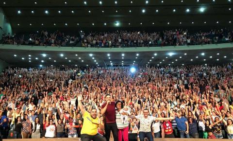 Teatro Municipal Lulu Benencase recebe espetáculo de Carlinhos Maia